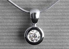 Palilia in white gold with a 0,31 ct. brilliant #Yorxs #Diamantanhänger