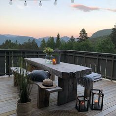 Outdoor Spaces, Outdoor Living, Mediterranean Style Homes, Outdoor Furniture, Outdoor Decor, Prom Pictures, Cottage, House Design, Table