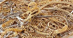 How to untangle a jewellery chain Wd 40 Uses, Small Gold Chain, Tapas, Natural Healing, Metal Jewelry, Burlap Wreath, Canning, Spaghetti Bolognaise, Curry Vert