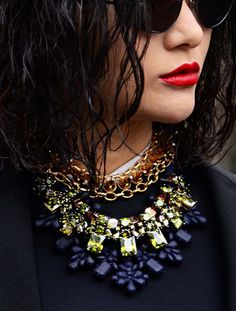 STREET STYLE INSPIRATION: CHUNKY NECKLACE http://lajuliet.com/index.php/theblog/91-street-style-inspiration/94-street-style-inspiration-chunky-necklace