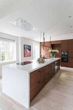 Marmor er perfekt for baking Kitchen Room Design, Interior Design Kitchen, New Kitchen, Kitchen Dining, Kitchen White, Dining Rooms, White Countertops, Island Design, Minimalist Kitchen