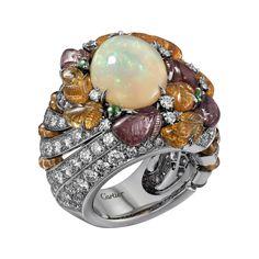 Bague Haute Joaillerie Bague Été indien - platine, une opale ovale taille cabochon de 4,18 carats, grenats mandarin gravés, grenats gravés,  boules grenat mandarin, grenat tsavorite taille ronde, diamants taille brillant.