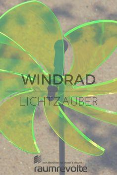 Klassisches Windrad aus leuchtendem Acryl von Elliot