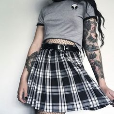 Fashion casual grunge style for 2019 Grunge Style Outfits, Outfits Casual, Style Grunge, Komplette Outfits, Grunge Look, Edgy Style, Fashion Outfits, Grunge Clothes, Grunge Fashion Soft