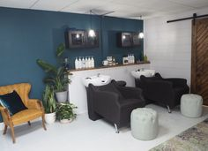 We are obsessed with this unique and refreshing backwash area at Alter + Blend in Grand Blanc, MI! Home Hair Salons, Beauty Salon Interior, Home Salon, Salon Interior Design, Salon Design, Salon Shampoo Area, Shampoo Bowls Salon, Small Hair Salon, Salon Stations