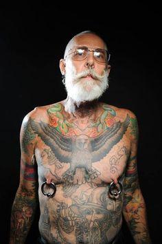 20 Registros de idosos mostrando suas tatuagens | Criatives | Blog Design, Inspirações, Tutoriais, Web Design