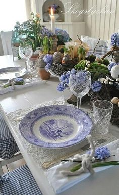 Table set with blue and white transferware plates White Table Settings, Beautiful Table Settings, Place Settings, White Tables, Vibeke Design, White Dishes, Blue Dishes, Blue And White China, Easter Table