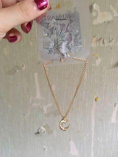 Collier cœur neufs jamais utilisé  de marque . Taille  à 2.00 € : http://www.vinted.fr/accessoires/colliers-perles-and-pendentifs/39489871-collier-coeur-neufs-jamais-utilise.