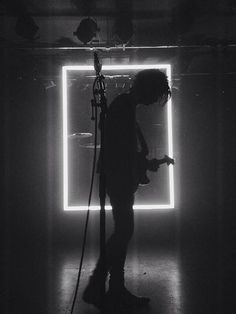 the 1975 Shillouette matty healy the 1975 logo the 1975 live the 1975 matty healy the 1975 b&w the 1975 black and white Matthew Healy, Band Photography, Concert Photography, Rock Logos, The 1975 Live, Jordy Baan, Arctic Monkeys, Shows, Stage Design