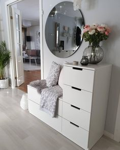 Interior Home Design Trends For 2020 - New ideas Living Room Decor, Bedroom Decor, Bedroom Furniture, Entryway Decor, Ikea Bedroom Storage, Bedroom Ideas, Deco Furniture, Bedroom Themes, Bedroom Designs