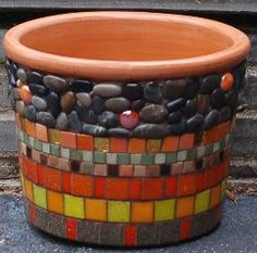Sullivan Mosaic Planters, Mosaic Garden Art, Mosaic Tile Art, Mosaic Flower Pots, Pebble Mosaic, Mosaic Crafts, Mosaic Projects, Mosaic Bottles, Diy Mugs
