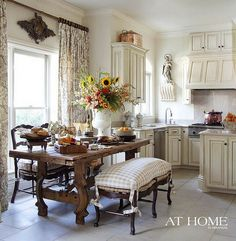 Beautiful kitchen, love the bench.