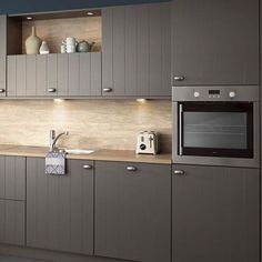 Landelijke Keuken Irvine. Woonkeuken met alle comfort om de meest smakelijke gerechten te bereiden. En alle ruimte om samen bij te kletsen of van de maaltijd te genieten. | landelijke keukens | keuken landelijk | keuken ideeen | keuken inspiratie | kitchen inspiratie | droomkeukens | design kitchen ideas | keukens vlaardingen | #iemms #iemmskeukens | iemms.nl #keuken #keukens Kitchen Cabinet Organization, Kitchen Cabinets, Natural Interior, Modern Kitchen Design, Kitchens, House, Furniture, Home Decor, Seeds