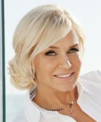 "What Does ""Real Housewives of Beverly Hills"" Star Yolanda Foster Have in Common With Two Award-Winning Lyme Disease Researchers? Yolanda Foster Haircut, Pretty Hairstyles, Wedding Hairstyles, Beauty Heroes, White Blonde, Hair 2018, Real Housewives, About Hair, Hair Inspo"