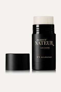 Made with a blend of Coconut Oil, Beeswax, Baking Soda and Avocado Butter, Agent Nateur's 'uni(sex)' deodorant is a lightweight formula that prevents odor without the use of toxic chemicals like aluminum. Notes of Vetiver, Sandalwood and Cedarwood create a warm, unisex scent. - Suitable for all skin types, especially sensitive - Free from aluminum, pesticides and GMOs