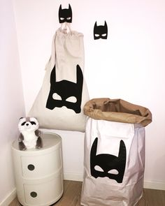 Batmaaaaaan! Find these cool batman storage and hooks at www.hostedoglilly.no