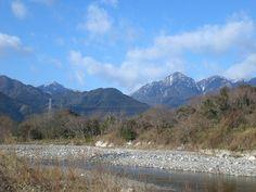 菰野町大羽根園地区 三滝川と御在所岳 平成25年1月24日撮影