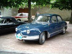Panhard Z 12 1957 : Type Dyna Z 12 (1954-1958, Moteur 851 cm3,Type Bicylindre à plat refroidi par air, Puissance 42 ch., boîte 4 vit. + M.A., Carrosserie en alu ou acier , 4 roues indépendantes (AR. semi indépendantes) 4 amortisseurs hydrauliques, Freins 4 tambours commande hydraulique,Poids 830 kg ,Vitesse max. 129 km/h,