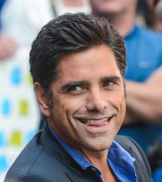 John Stamos knows just what to do to make us swoon during an appearance on GMA!