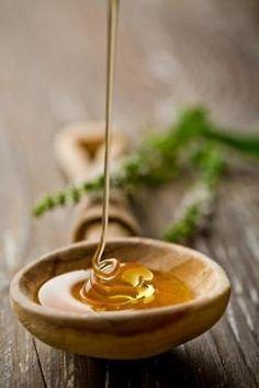 Cura del viso con il miele. Maschere esfolianti e creme idratanti e antirughe da fare in casa con prodotti naturali.