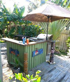 Pallet Tiki Bar: Get Some Inspiration: How to build a pallet Tiki Bar? Get some inspiration with this Tiki bar! For this tiki bar, I used Pool Bar, Bar Patio, Backyard Bar, Backyard Landscaping, Backyard Birthday, Backyard Camping, Wooden Pallet Bar, Outdoor Pallet Bar, Outdoor Decor