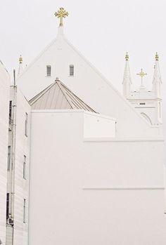 White Churches / Ceremony Inspiration / The LANE / Wedding Style