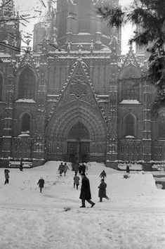 J.M. AGuirre. Aquella nevada de la Navidad de 1962 Barcelona City, Barcelona Spain, Barcelona Cathedral, Nevada, Architecture Old, Holiday Photo Cards, Gaudi, Spanish Style, Old Photos