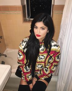 kylie jenner narbe bein