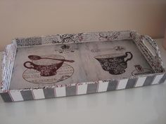 Wooden Crafts, Diy And Crafts, Arts And Crafts, Diy Y Manualidades, Painted Trays, Shabby Chic Crafts, Decoupage Vintage, Country Paintings, Antique Boxes
