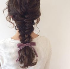 Image uploaded by 𝓛𝓲𝓵𝔂. Find images and videos about hair, sweet and hairstyle on We Heart It - the app to get lost in what you love. Messy Hairstyles, Pretty Hairstyles, Waitress Hairstyles, Coiffure Hair, Aesthetic Hair, Hair Dos, Hair Hacks, Hair And Nails, Hair Inspiration