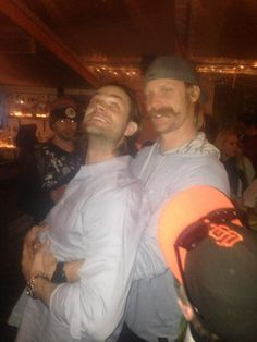 Yes, believe it or not, there are people in the world taller than Jared - one being his big brother Jeff!  Source: @HandleBarAustin  Prom pose last night with @jarpad pic.twitter.com/WPHiUzFTo2
