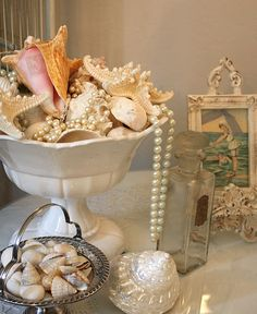 I have a bowl set up just like this! Will add the strand of pearls, I also have, but didn't think to put them in the shell display like they have here. Will fix that later today because I love what they add to the look :) Mermaid bathroom Mermaid Bathroom Decor, Mermaid Room, Seashell Bathroom, Mermaid Home Decor, Bathroom Beach, Mermaid Nursery, Mermaid Mermaid, Beach Bath, Mermaid Style