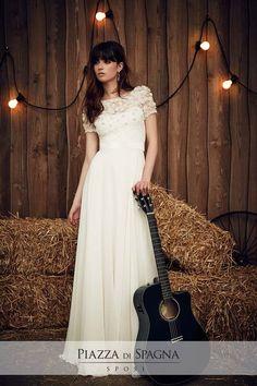 Wedding dress by Jenny Packham from the 2017 Bridal collection. Image courtesy of Jenny Packham. Spring 2017 Wedding Dresses, Country Wedding Dresses, Bridal Dresses, Dresses Uk, Wedding Gowns, Wedding Shot, Country Weddings, Wedding Dj, Jenny Packham Wedding Dresses