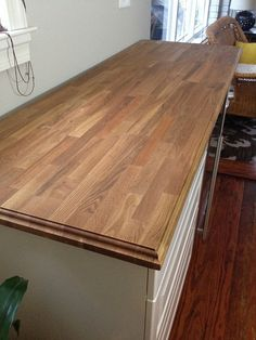Living On the Edge: Adding a Decorative Edge to Butcher Block Counters - Old Tow. - Ikea DIY - The best IKEA hacks all in one place Kitchen Redo, Kitchen Remodel, Kitchen Dining, Kitchen Island, Kitchen Countertops, Diy Butcher Block Countertops, Granite Countertop, Home Kitchens, Decoration