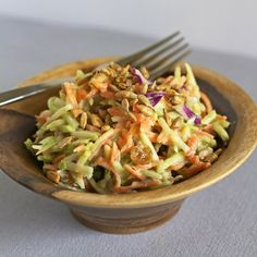 This green curry salad is perfect for busy weeknights. Made with broccoli slaw, sunflower seeds, and a quick green curry sauce. Easy and healthy. Fruit Recipes, Easy Healthy Recipes, Asian Recipes, Cooking Recipes, Meatless Recipes, Thai Recipes, Curry Recipes, Healthy Meals, Dinner Recipes