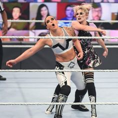 Alexa Bliss vs. Shayna Baszler: photos Shayna Baszler, Wwe Pay Per View, Mind Games, The Cell, Wwe Photos, Superstar, Bliss, Sporty