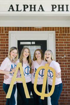 Laughing with sisters! Regan Shorter Photography #alphaphi #sisterhood #aoe