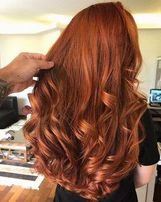 20 CABELOS RUIVOS: Bruna Camila usa mistura de Schwazrkopf Igora 7.77 e 8.77 #cabeloruivo #cabelosruivos #ruivorosé #strawberryblonde #igora #schwarzkopf #flamingo