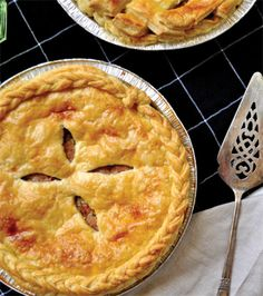 12 Flaky, crispy and buttery pie recipes for when soup just won't do Creamed Mushrooms, Stuffed Mushrooms, Vegetarian Tart, Pork Mushroom, Mexican Pastries, Easy Weekday Meals, Best Pie, Beef Bourguignon, Stuffed Sweet Peppers