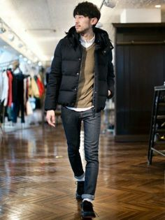 The world of fashion for men. and offers a range of men's products and style tips Daily Fashion, Mens Fashion, Winter Outfits Men, Winter Stil, Men Street, Men Looks, Winter Fashion, Men Casual, Menswear