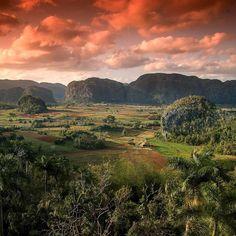 Viñales Valley Pinar del Rio located in western #Cuba Valle de Viñales en Pinar del Rio al oeste de Cuba . . . . . . #loves_cuba #Cubans #cubannature #nature #wildlifeaddicts#natgeowild #natgeo#nationalgeographic#travelworld#keepexploring#nakedplanet #instapassport#instatraveling#igtravel #cuba #IG_cuba #cuba2day #CubanKeys #travel2cuba #vinales #Viñales
