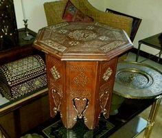 Guéridon de forme hexagonale. Syrie, fin XIXe siècle.