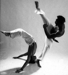Essa dança leve como o ar. esconde o quão furioso é o vendaval da capoeira.