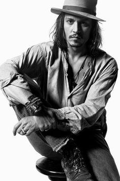 No one looks sexier than Johnny Depp!