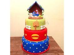 Lindo bolo fake que deixará a festa do seu filhinho ou filhinha ainda mais alegre e linda! Feito em biscuit.