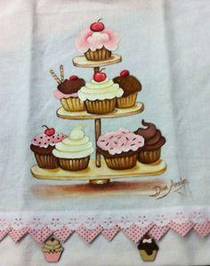 Pintura em tecido Pano de prato com aplicação, no barrado, de tecido e botões de madeira