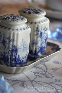StoneGable: Blue And White Summer Tablescape