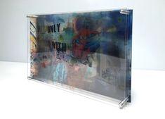 Projet sur-mesure pour l'artiste Simone Monney, il s'agit d'un tableau en 3D avec des multi-couches de Plexiglas.