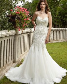 a strapless fit and flare wedding dress gives a bride a curvy shape