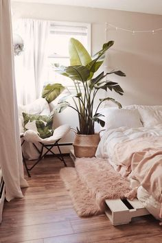 7 Gorgeous Pink Bedrooms That You Can Totally Recreate at Home - - Contemplating a bedroom refresh? Check out 7 gorgeous pink bedrooms right here for the ultimate in pink bedroom decorating inspiration! Boho Chic Bedroom, Pink Bedroom Decor, Comfy Bedroom, Pink Bedrooms, Girls Bedroom, Bedroom Ideas, Fall Bedroom, Queen Bedroom, Bedroom Layouts